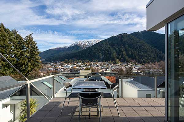 Three Bedroom Queenstown Apartment